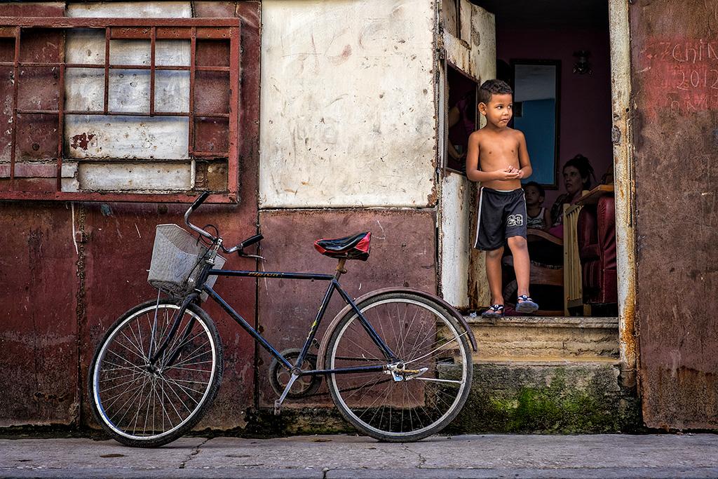 Cuba #7 – Boy & Bike