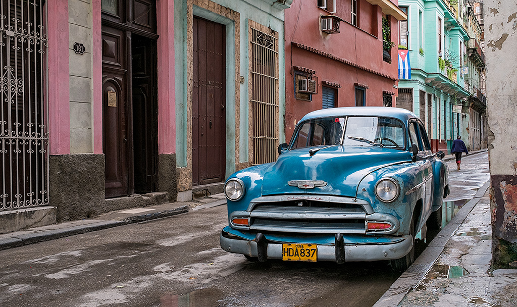 Cuba #6 – The Blue Car