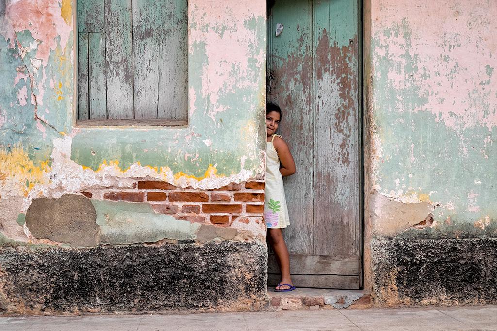 Cuba #9 – Peek-a-Boo